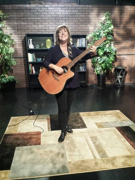 TV interview and performance 2016 with Karen Chace